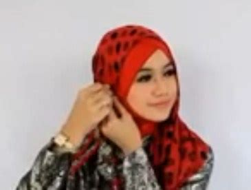 memakai hijab pasmina   pesta terbaru  simpel