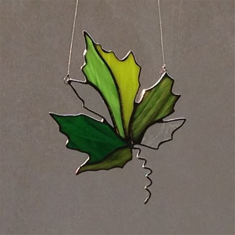 leaf pattern for stained glass verre teint 233 vert maple leaf suncatcher stained glass
