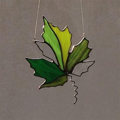 maple leaf pattern glass verre teint 233 vert maple leaf suncatcher stained glass