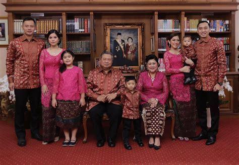 Seragam Lebaran Keluarga seragam lebaran ala keluarga sby merahputih