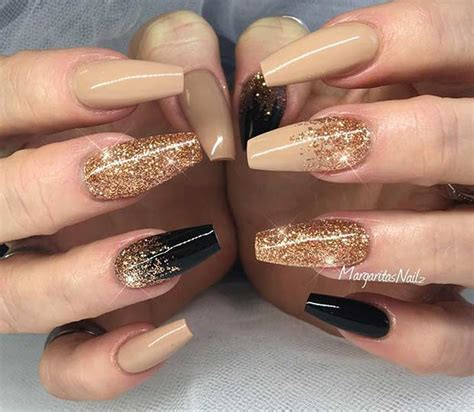 Zwarte Acryl Nagels by 31 Snazzy New Year S Nail Designs Glitter Goud En Nagel