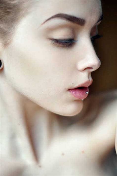 best contour for light skin how to contour if you have pale skin beauty pinterest