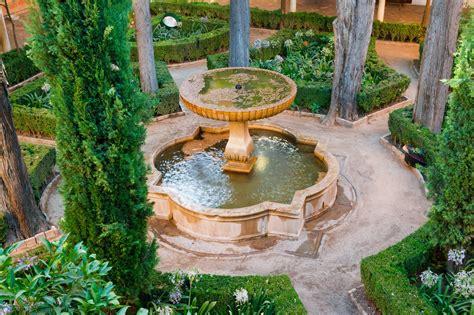 File:Fontaine patio de Lindaraja Alhambra Wikimedia