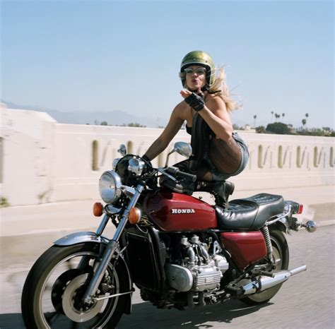 Motorrad Aus Film Salt by Behind The Scenes Of The Women S Motorcycle Exhibit