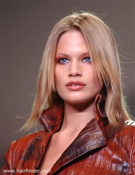 good hairstyle to highlight cheekbones haircut to minimize the appearance of a wide forehead and