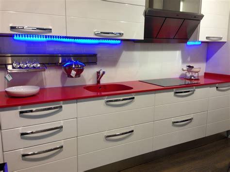 cocina blanca encimera roja 27 best images about mi futura cocina on