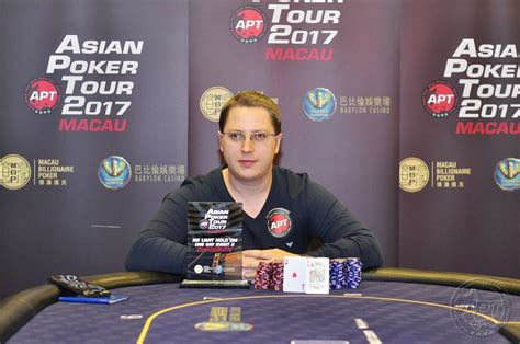 ben gur 20 players return for day 3 of the apt main event ben gur
