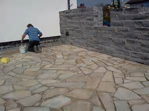 terrasse polygonalplatten verlegen 2 3 verfugung polygonalplatten natursteinterrasse