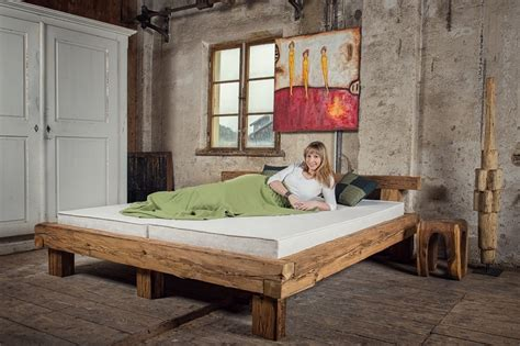 futon massivholz betten aus alten balken mangostil bed from reclaimed