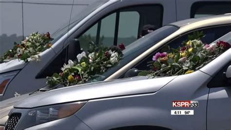 duck boat ky3 mourners leave flowers at ride the ducks on branson s 76