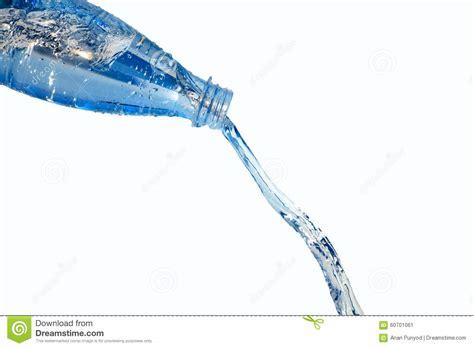 Fond Of Bottled Water by Versez L Isolat De Bouteille D Eau Sur Le Fond Blanc