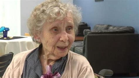 pictures of 75 yr old women 99 year old woman graduates college 75 years late
