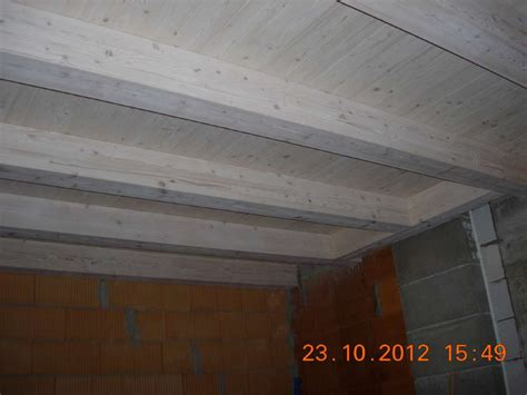 weiße holzdecke ruptos wohnzimmer wei braun schwarz