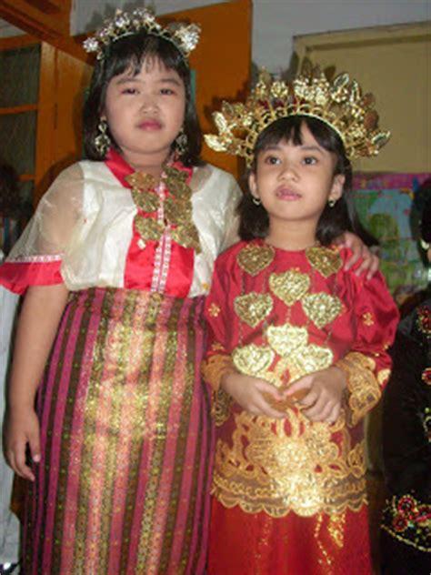 Cara Memakai Baju Bodo Sulawesi Selatan pakaian adat sulawesi selatan play quot quot