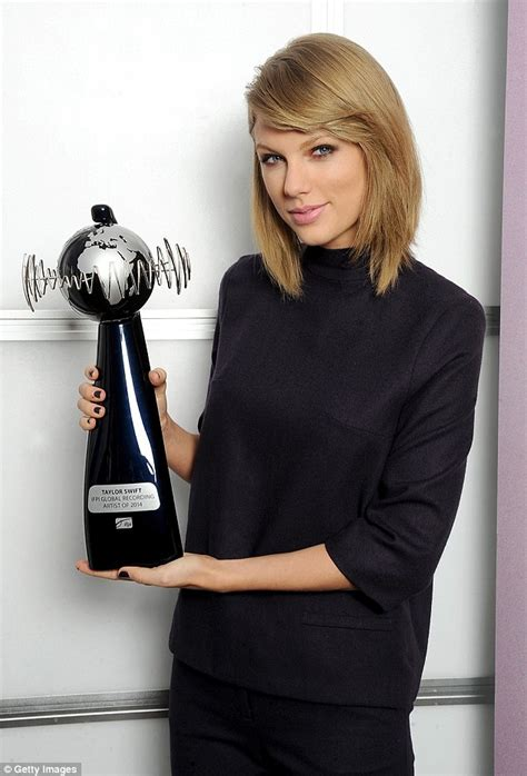 taylor swift global awards taylor swift wins ifpi award after being named world s