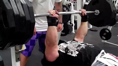 eric spoto bench eric spoto close grip bench press 495 youtube