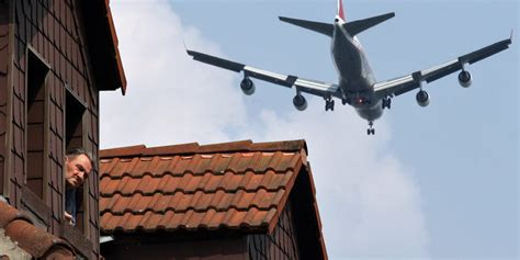 Suara Suara Menyeruak Udara Streit Der Woche Nur Der Zeppelin Fliegt Lautlos Taz De