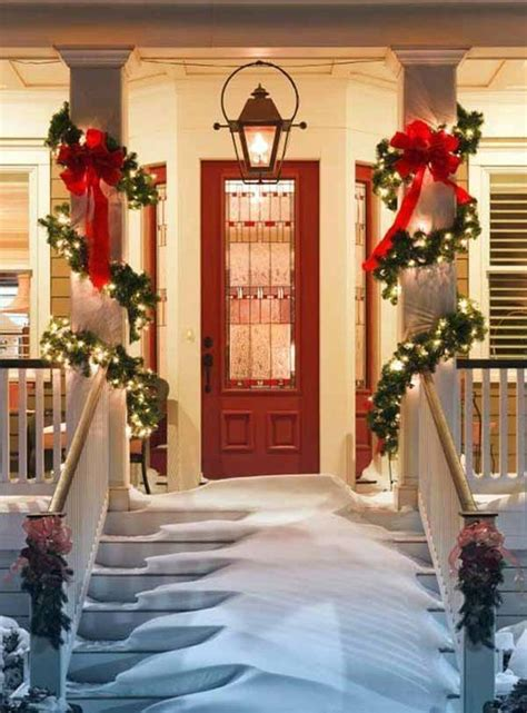 38 welcoming christmas front porch d 233 cor ideas digsdigs