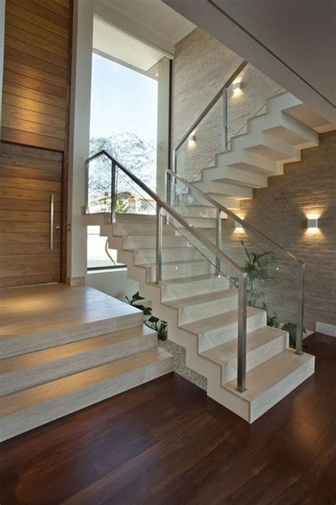 treppe mit glasgelaender fuer schickes interieur treppe