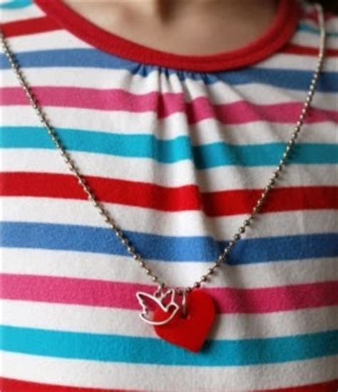 Jual Kalung Tali Beludru Warna Liontin Kunci Gembok Salib cara membuat liontin bentuk hati dari plastisin cara membuat kerajinan tangan membuat