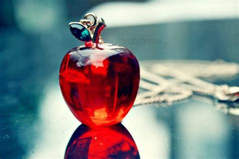 wallpaper apple glass glass apple wallpaper 2012 glass apple wallpaper glass