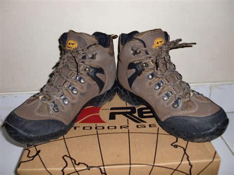 Sepatu Gunung Consina rekomendasi sepatu gunung murah namun berkualitas
