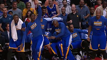 warriors bench reaction gsw bench falling over curry s antics vs clippers
