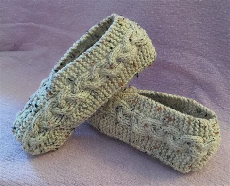 how to make knitted slippers cable knit slippers by janis frank craftsy
