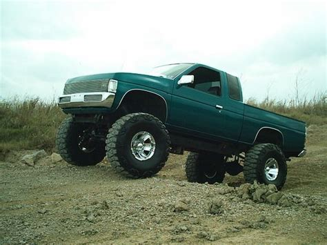 nissan pickup 4x4 lifted 17 best images about nissan minitruck on pinterest limo