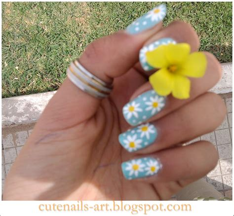 daisy pattern nails daisy nail design three color colour nail art light blue