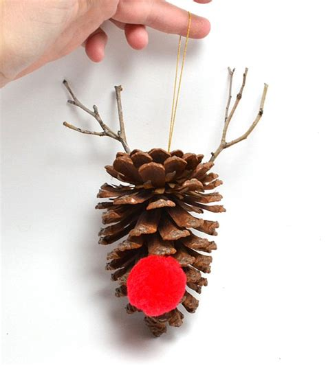 Decorating With Pine Cones by 20 Pine Cone Decorating Ideas For The Holidays Pioneer