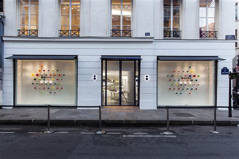 Shelves Design by Apple Watch Makes A Fashionable Debut At Colette In Paris
