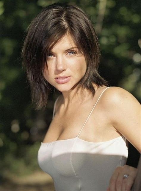 tiffani thiessen short hairstyles how to style trendy short bob hair style with bangs for women tiffani