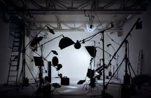 light lighting setup for studio portrait photography on