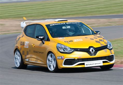 renault clio sport renault 2014 clio rs cup renault sport debuts track