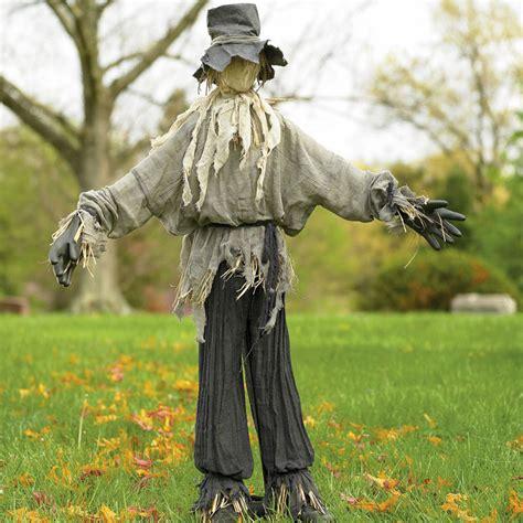 giant lifesized scarecrow the green head