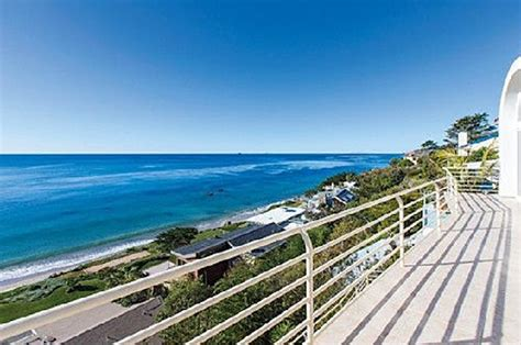 Courteneys Malibu Pad Up For Sale by Take A Tour Of Bruce Jenner S Malibu Bachelor Pad
