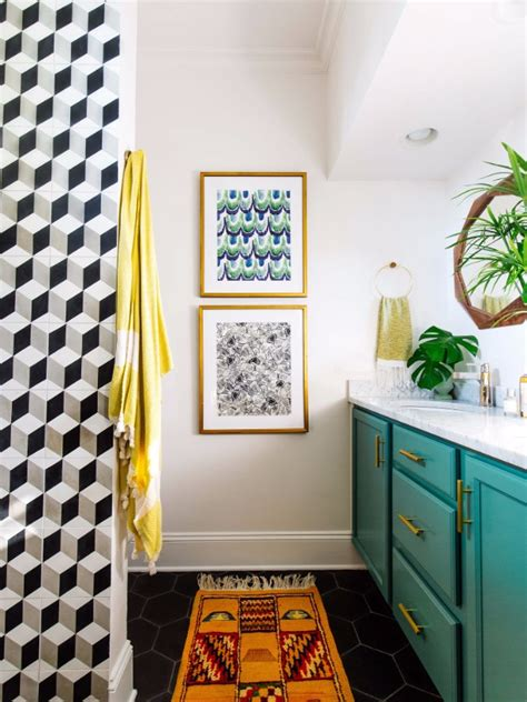 Vintage Bathroom Decor Ideas by Vintage Bathroom Decor With Bold Colors And Geometric Shapes