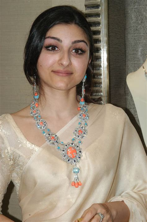 bollywood actresses with eye problems soha ali khan in saree xcitefun net