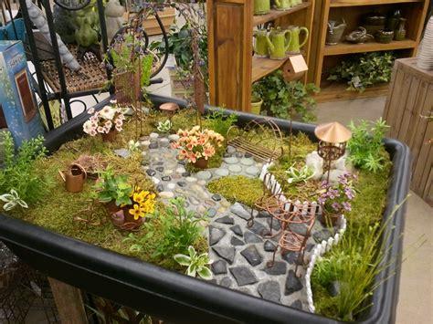 The Garden Store Flowerland Is Busy Decorating Fruit Basket Flowerland