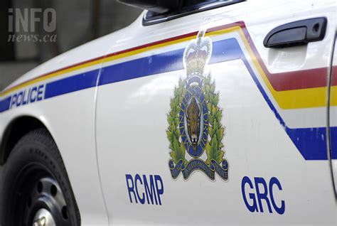 suspect in black robs kelowna house of knives