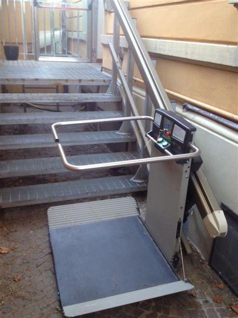 montascale a pedana servoscala per disabili per scale strette montascale aa