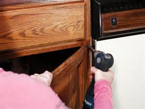 How To Clean Painted Kitchen Cabinet Doors Painting Kitchen Cabinets How Tos Diy
