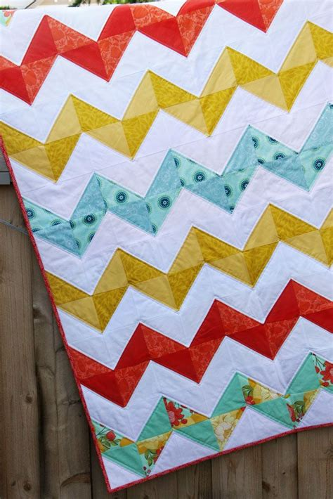 Chevron Baby Quilt Pattern Free by Best 25 Half Square Triangles Ideas On