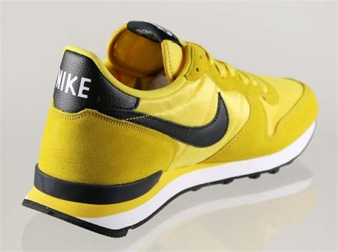 Sepatu Nike Internationalist mens nike internationalist gold black
