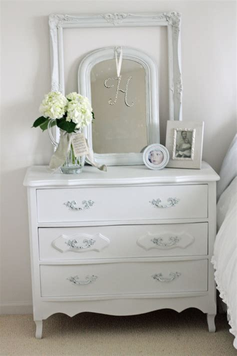 Dresser Decor Ideas by Tips On Choosing A Dresser Mirror