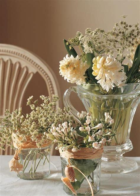 floreros con frascos recicla frascos en floreros c 243 mo hacer arreglos florales