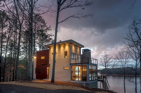 Rustic Color Palette Modern Lake House In Alabama Blends Well Into Its Surroundings