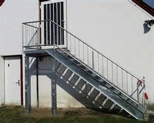 treppe mit podest treppen uwe bollhorst landtechnik schlosserei