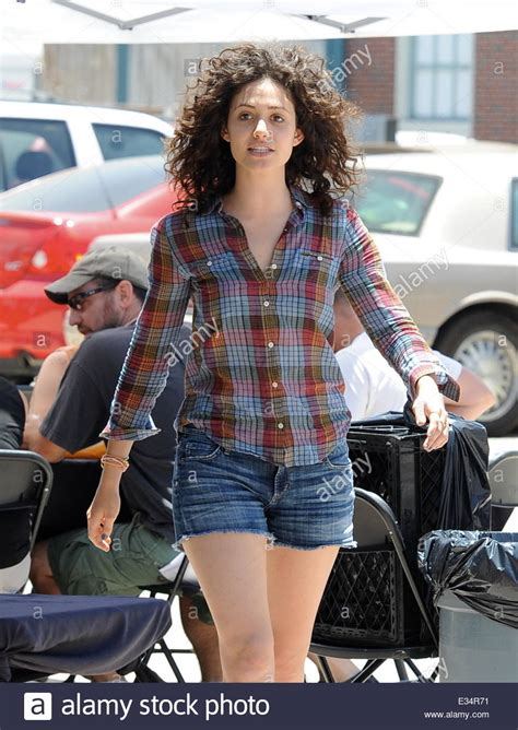 emmy rossum curly shameless star emmy rossum sports a new curly hair style